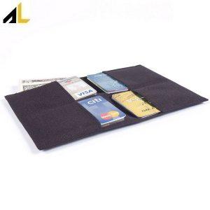 کیف پول مجاور حاوی چندین کارت اعتباری