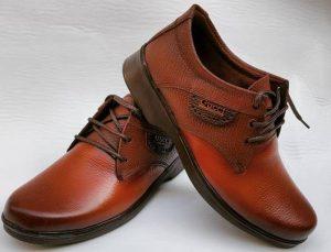 یکی از پرفروشترین محصولاتی که با انواع چرم تولید میشود کفش است